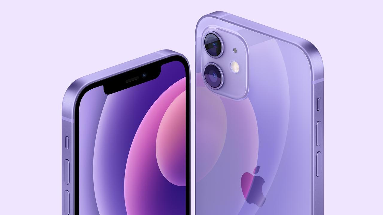 I nuovi modelli di iPhone 12 viola di Apple sono dotati di FaceID, ma le nuove modifiche al software consentiranno agli utenti di sbloccarlo con un orologio.