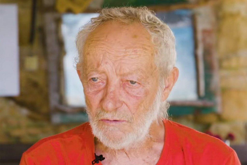 Un eremita italiano che viveva da solo su un'isola idilliaca è partito dopo 32 anni