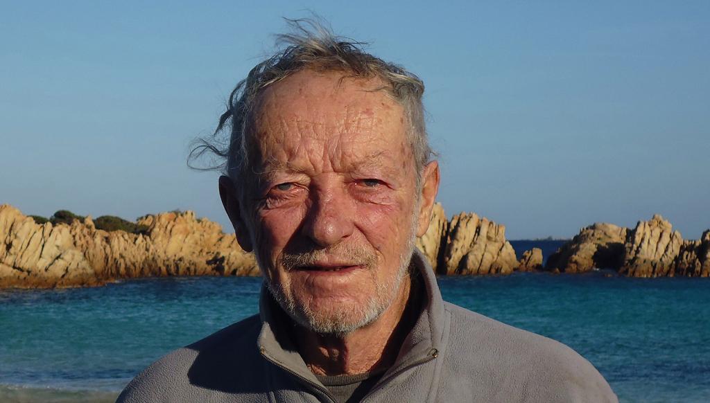 Dopo 32 anni, un eremita italiano saluta la sua isola