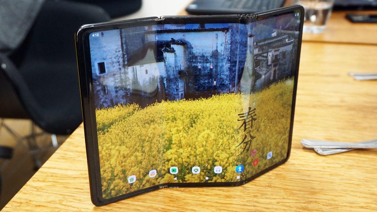 Il Samsung Galaxy Z Fold 3 potrebbe seguire un tablet ripiegabile nel 2022