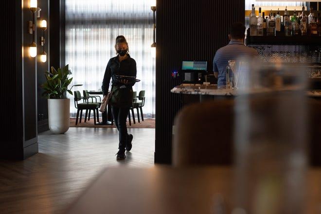 In un'intervista con l'Hotel Cyrus aggiunta al portfolio The Mariott's Tribute, la Weather Room dell'hotel si trasferirà a Fedeli's, un ristorante italiano, alla fine di questo mese.