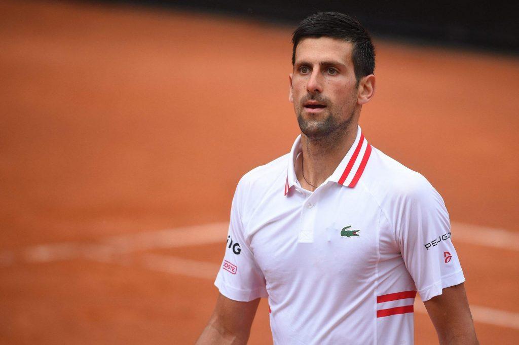 Novak Djokovic gareggia con l'arbitro italiano a causa del maltempo durante la partita: `` ho perso la testa ''