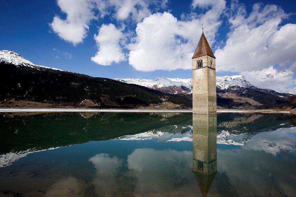 Il villaggio italiano perduto di Coron appare dopo 7 decenni sott'acqua