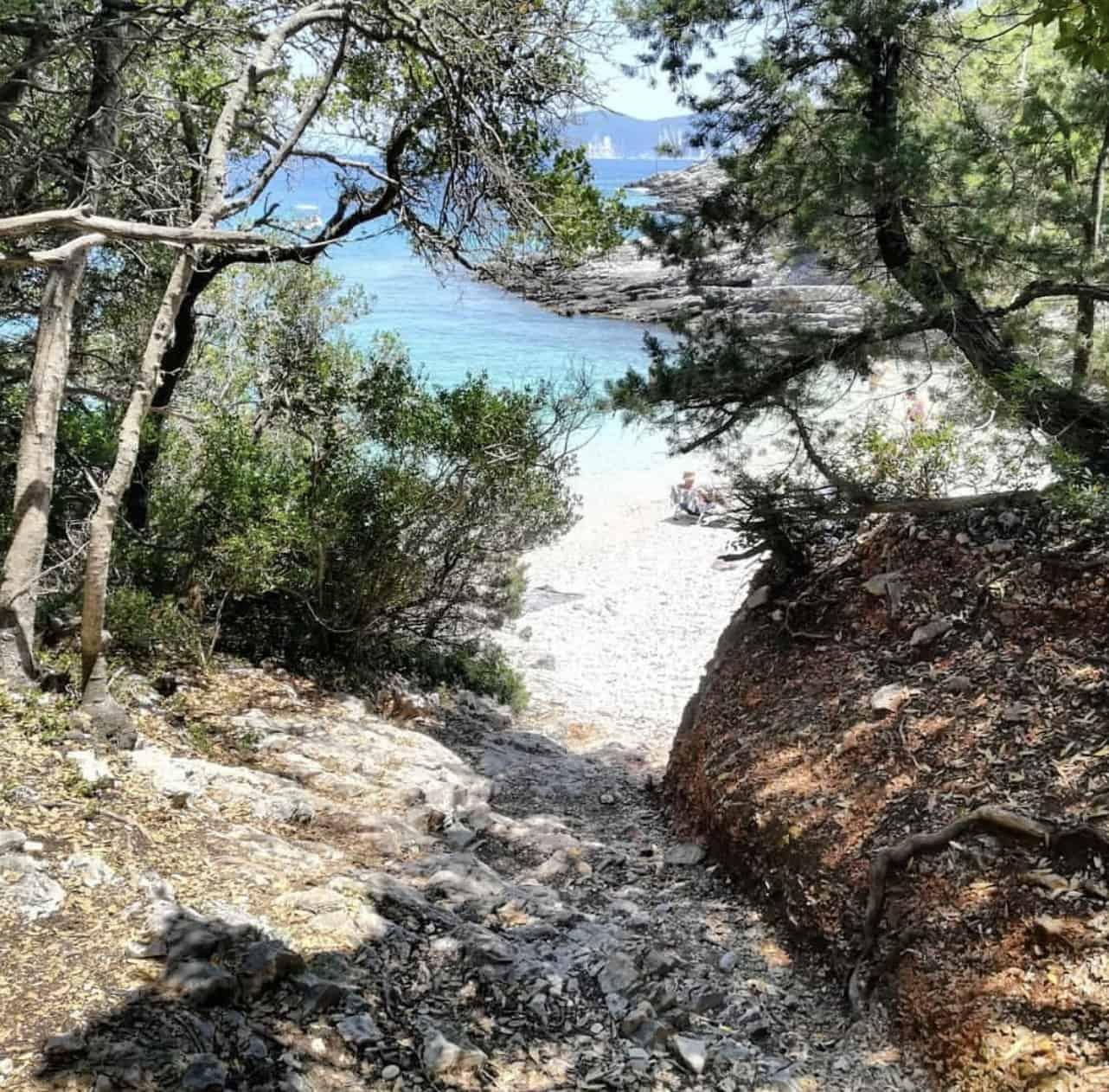 Camelia e Daphnudi a Cefalonia fanno parte della lista delle 10 migliori spiagge appartate d'Europa 6