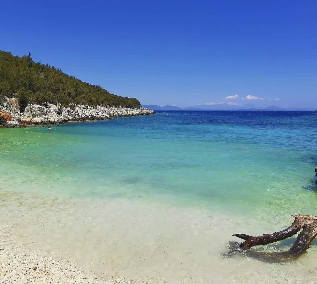 Camelia e Daphnudi a Cefalonia fanno parte della lista delle dieci migliori spiagge appartate d'Europa 8