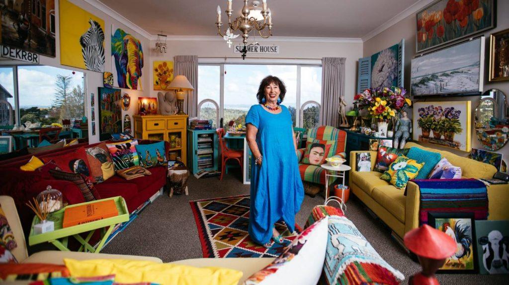 All'interno della casa di un interior designer in pensione, scambia una casa di 10 stanze con un appartamento con una camera da letto