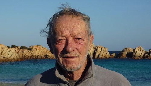 Un eremita italiano sull'isola da solo se ne va dopo 32 anni