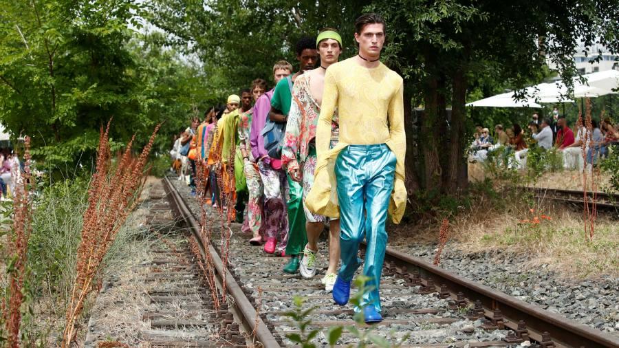 Moda in carne e ossa: a Milano tornano le vere sfilate