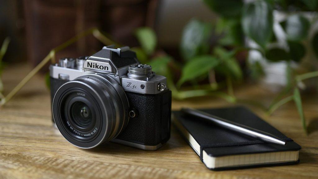 Nikon diventa retrò con la Z fc Mirrorless
