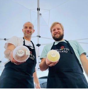 Matteo Cervente e Ryan Watt, comproprietari di Zio Matto Gelato, al Memphis Farmers Market.