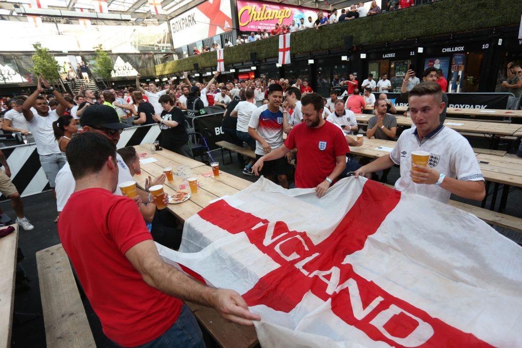 Grandi schermi, spazi all'aperto e calcio d'inizio per la partita Inghilterra-Italia di domenica