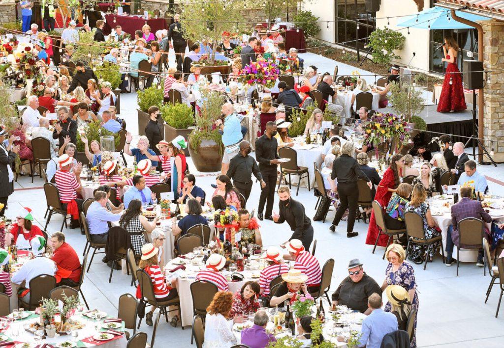Bella Vida ospita la Celebrity Waiter Night a sostegno di SCV Center for the Aged