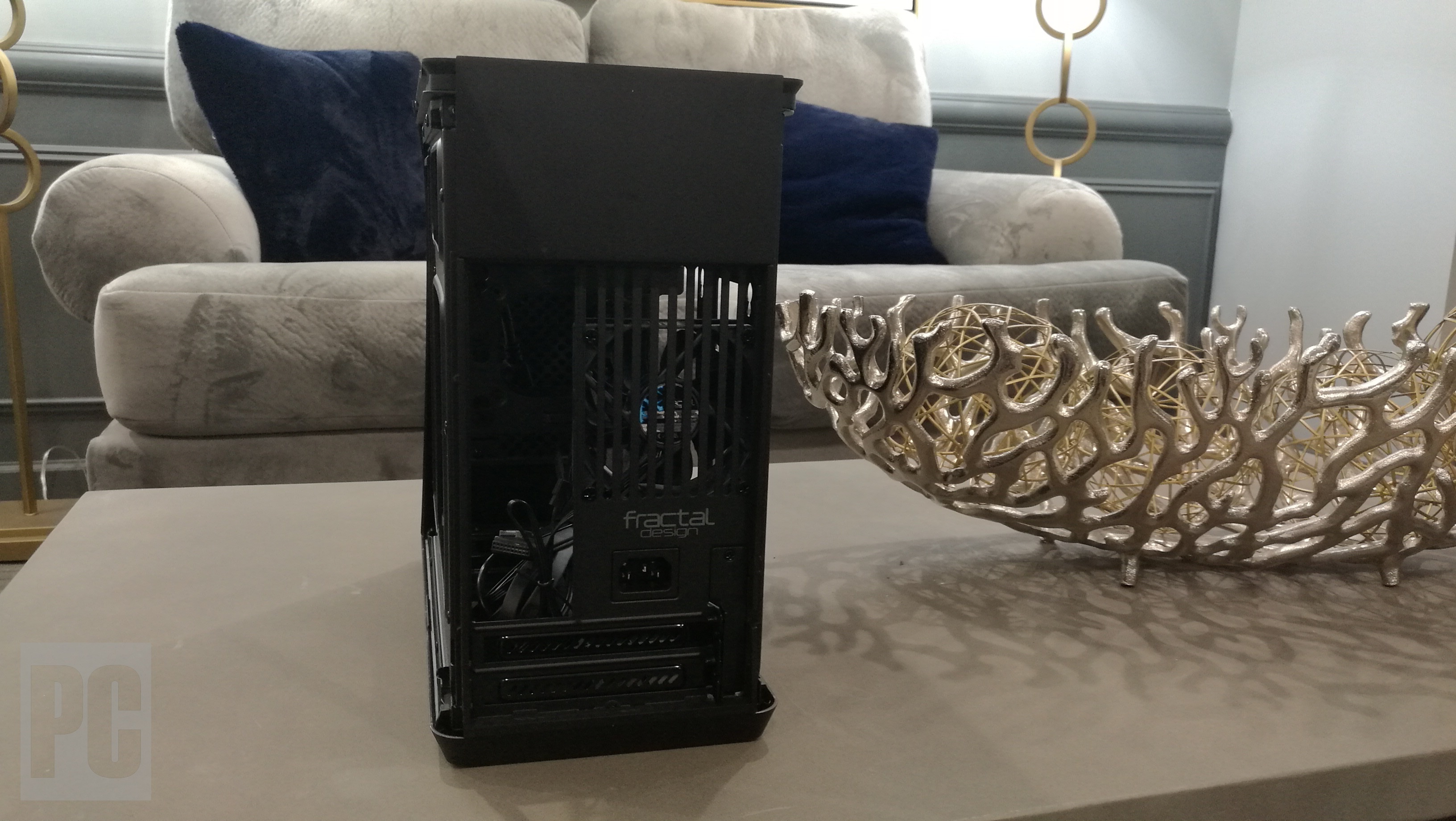 Recensione ITX di Fractal Design Era (posteriore)