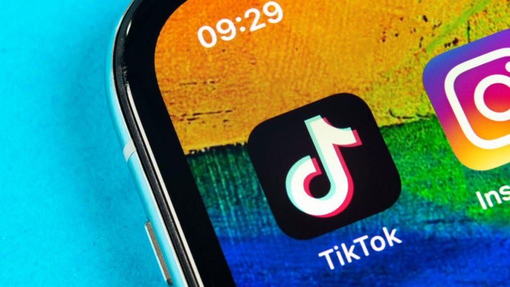 TikTok è rotto: glitch dell'app di Rock, star come Charli D'amelio non hanno follower