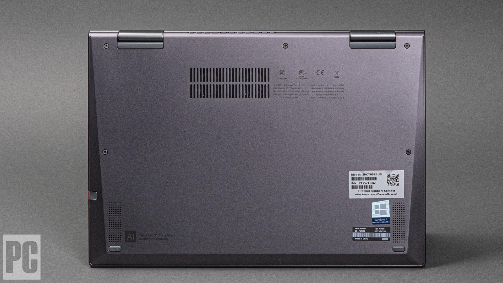 Lenovo ThinkPad X1 Yoga Gen 6 (2021) (lato inferiore)