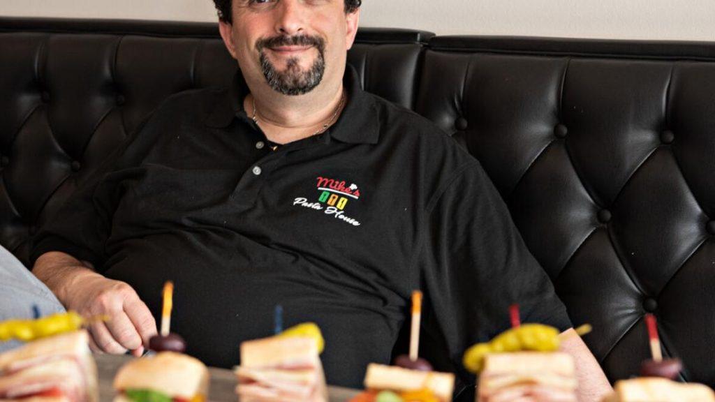 Lo chef Mike Lorenza realizza il suo sogno nel ristorante |  mangia il cibo