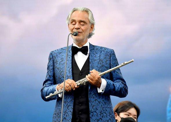 Bocelli si esibisce con la New York Philharmonic