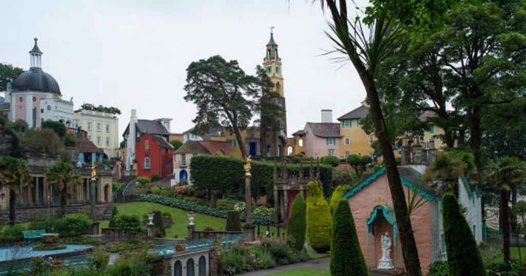 Il bellissimo villaggio del Galles che ti farà pensare di essere in Italia