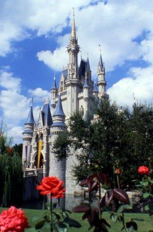 1971 veduta del castello di Cenerentola nel Magic Kingdom di Orlando.