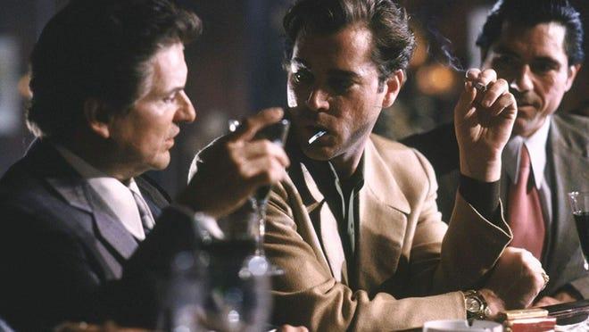 """Joe Pesci, a sinistra, e Ray Liotta, che interpretava il gangster Harry Hill, negli anni '90 """"Buoni compagni."""""""