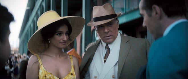 """""""cazzo hollywoodiano"""" Multisanti (Ray Liotta) porta a casa una nuova moglie dall'Italia, Giusepina (interpretata da Michela de Rossi), in """"Molti santi a Newark."""""""