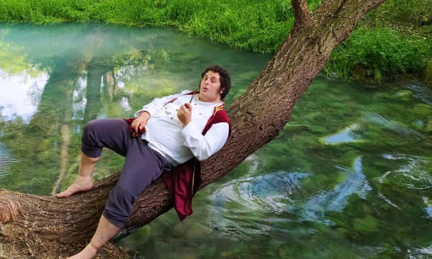 I gentili si riposano su un ceppo d'albero