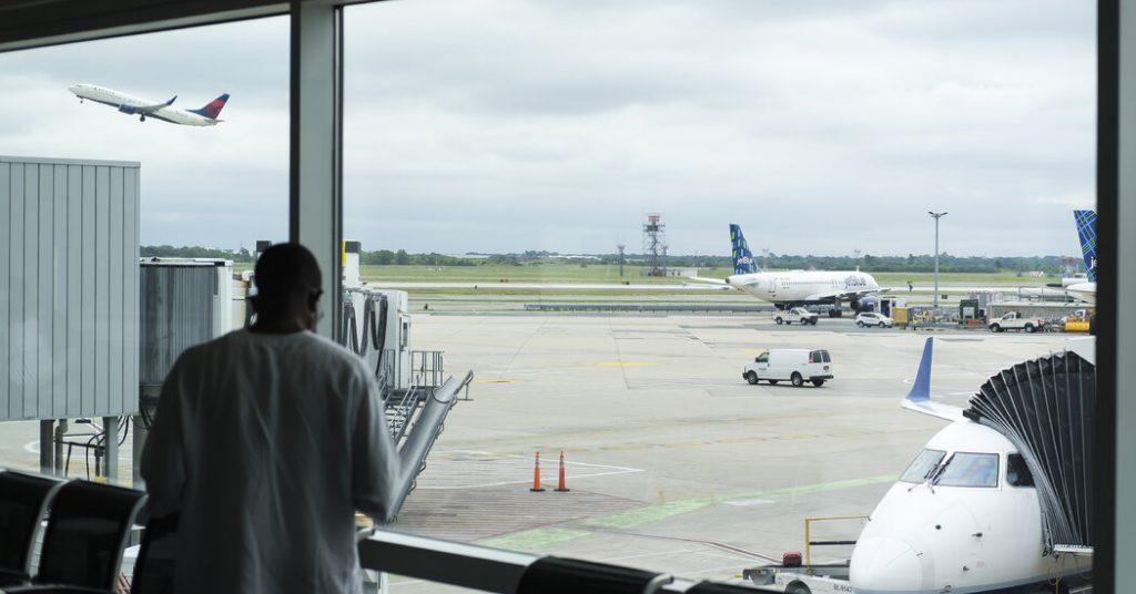 Gli Stati Uniti revocano le restrizioni ai viaggi per la pandemia e allentano la tensione con l'Europa