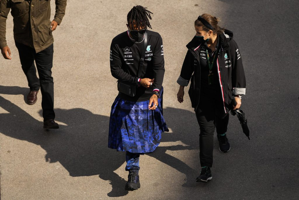 Il rivale di F1 Hamilton, Verstappen mantiene la calma durante la corsa al titolo